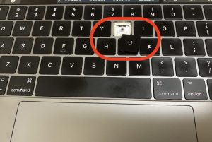 MacBook Proのキーボード「U」が外れる件